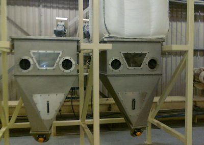 Twin FIBC discharge system